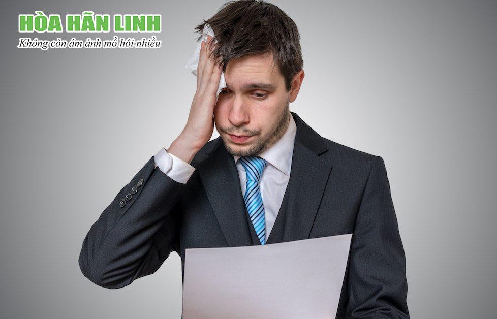 Đổ mồ hôi nhiều khi căng thẳng hoặc hưng phấn quá mức